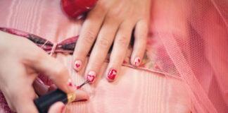 Jak wybrać odpowiedni lakier do paznokci